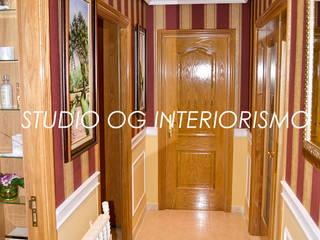 Pasillos, vestíbulos y escaleras de estilo clásico de STUDIO OG INTERIORISMO Clásico