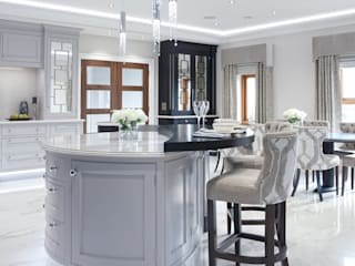 Luxury Painted Kitchen with Ebony Classic style kitchen by Designer Kitchen by Morgan Classic