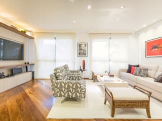 Living room by Lorenza Franceschi Arquitetura e Design de Interiores,