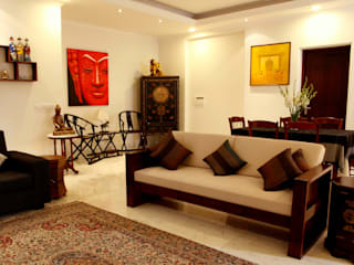 An apartment in Central Park 1, Gurgaon:  Living room by stonehenge designs