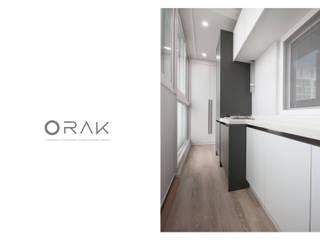 월곡동 두산위브 아파트 / 33평형 아파트 인테리어: 오락디자인의  베란다,