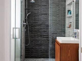 Reforma de baño completa: Baños de estilo  de Decotek