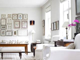 Salón de vivienda:  de estilo  de Decotek