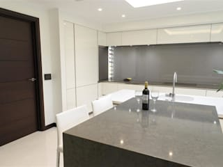 Breathtaking Design : minimalistic Kitchen by PTC Kitchens