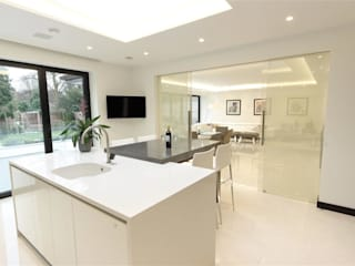 Luxurious White Kitchens by PTC PTC Kitchens Cocinas de estilo minimalista Blanco