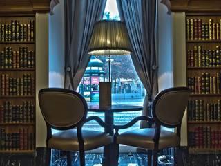 Hotel Intercontinental Porto: Salas de estar  por Villa Lumi,Clássico