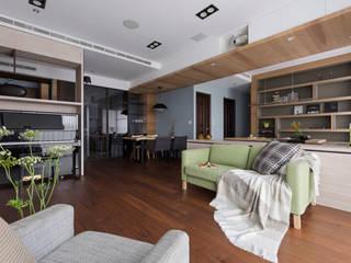 Living room by 賀澤室內設計 HOZO_interior_design, Eclectic