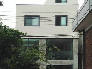 한남동 상가주택: Design Guild의  주택