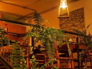 Lámparas obra negra.: Restaurantes de estilo  por Habanero Mobiliario