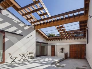 Jardines de estilo moderno de 藤井伸介建築設計室 Moderno