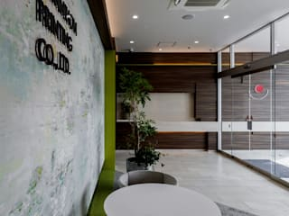 株式会社Juju INTERIOR DESIGNS Office buildings Tiles Grey