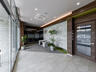 株式会社Juju INTERIOR DESIGNS Office buildings Tiles Beige