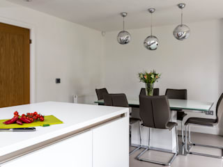 Contemporary white kitchen in Hertfordshire by John Ladbury and Company Modern Kitchen by John Ladbury and Company Modern