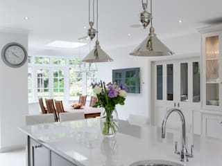 Beautiful modern bespoke kitchen by JohnLadbury and Company Modern Kitchen by John Ladbury and Company Modern