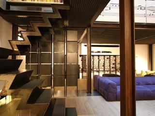 Loft a Roma Ingresso, Corridoio & Scale in stile industriale di ibedi laboratorio di architettura Industrial