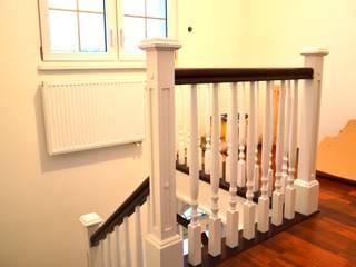 Stylowe schody drewniane: styl , w kategorii  zaprojektowany przez Stolarka Mikos