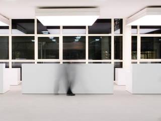 Drei Empfangstheken:  Bürogebäude von HO³ Häusler Ortmann Innenarchitekten