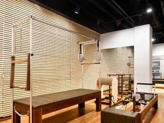 Galerías y espacios comerciales de estilo moderno de MARIO PICHI Moderno