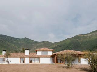 Casas de estilo  por Grupo E Arquitectura y construcción, Colonial