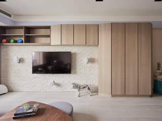 Salas de estilo mediterraneo de 思為設計 SW Design Mediterráneo