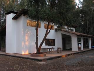 Häuser von Grupo E Arquitectura y construcción, Rustikal