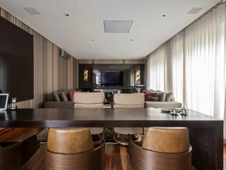 Salas multimedia de estilo  por Andréa Buratto Arquitetura & Decoração