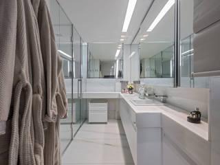 Baños de estilo  por Andréa Buratto Arquitetura & Decoração