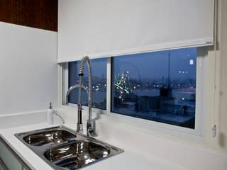 Nhà bếp by Kris Bristot Arquitetura