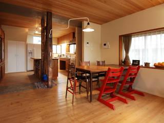 Comedores de estilo moderno de 藤井伸介建築設計室 Moderno