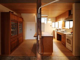 Cocinas modernas de 藤井伸介建築設計室 Moderno