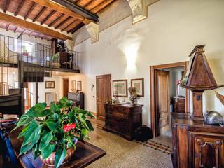 Livings de estilo clásico por Studio Prospettiva