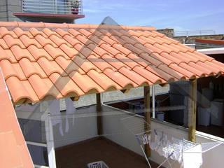 Techos, pergolas Balcones y terrazas de estilo moderno de Atiwood S.L. Moderno