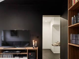 TRIANGLE FLAT Nowoczesny salon od 3XEL Biuro projektowe Nowoczesny