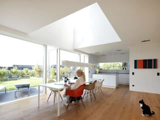 Minimalist dining room by Falke Architekten Minimalist