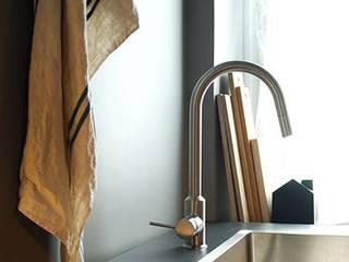 Cocinas de estilo minimalista de casa&stile interior design e ristrutturazioni Minimalista