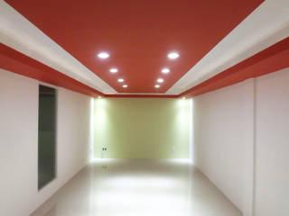 Interiores refaccionaria ERSO: Estudios y oficinas de estilo  por URBVEL Constructora e Inmobiliaria