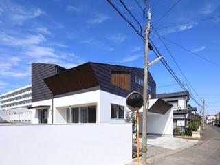 現代房屋設計點子、靈感 & 圖片 根據 ㈱ライフ建築設計事務所 現代風