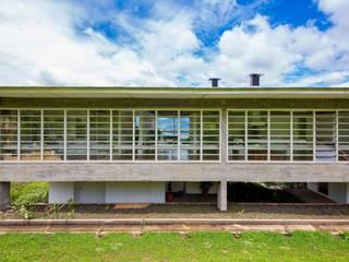 Studio + Arquitetura e Urbanismo Minimalistische Häuser Beton Weiß