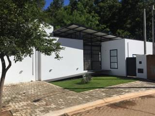 Studio + Arquitetura e Urbanismo Будинки Метал Білий