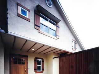 大きい吹き抜けのある住宅: 有限会社 起廣プランが手掛けた家です。,