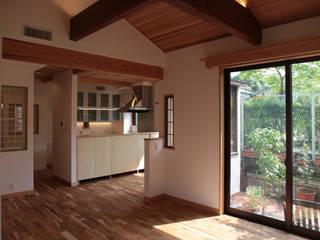 全面リモデル住宅: 有限会社 起廣プランが手掛けたリビングです。