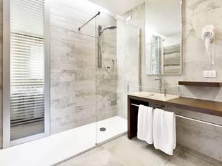 Rifacimento bagno: Bagno in stile in stile Moderno di Ristrutturazione Casa Roma