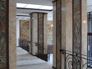 Pasillos, vestíbulos y escaleras de estilo ecléctico de ООО 'Арт-керамика Владимира Ковалева' Ecléctico