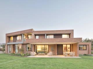 Rumah oleh Grupo E Arquitectura y construcción, Modern