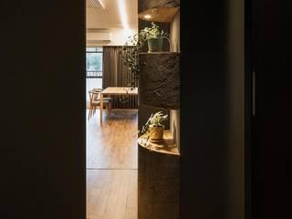 Pasillos, vestíbulos y escaleras de estilo moderno de 株式会社seki.design Moderno