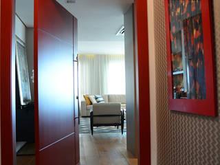 Hall de entrada: Salas de estar  por Carolina Burin Arquitetura Ltda