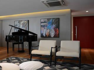 Classic style living room by Carolina Burin & Arquitetos Associados Classic