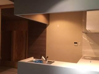 KT&M house 8gi・studio モダンな キッチン