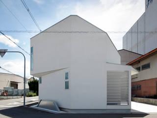 一級建築士事務所アトリエm Modern houses White