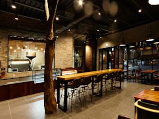 Bars & clubs by IRO Design, Rustic